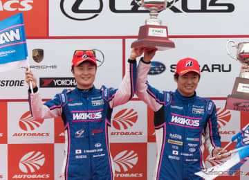 決勝2位となり、GT500ドライバーズチャンピオンに輝いた大嶋和也(右)と山下健太(左)。