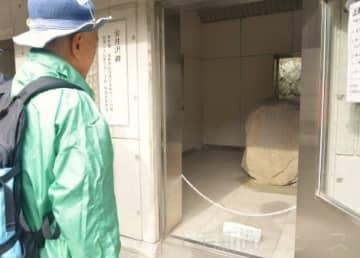 特別公開された金井沢碑