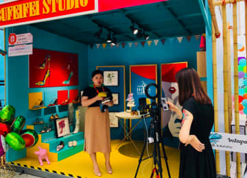 A livestreamer pitching shoes to her online audience at the Taobao Maker Festival in 2018. (Image credit: TechNode/Emma Lee)