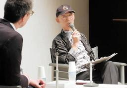 質問に答える富野由悠季さん(右)=神戸市中央区脇浜海岸通1