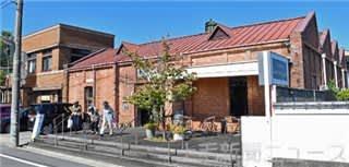 織都を象徴するのこぎり屋根工場を再生した「ベーカリーカフェレンガ」