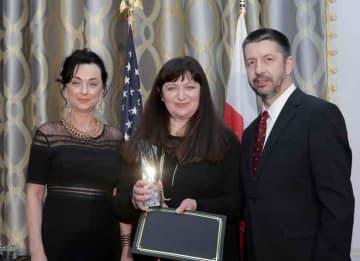 Basia receives Pioneer Award from Barbara Bernhardt, Kosciuszko Foundation Washington D.C. Director and Marek Skulimowski, President of the KF