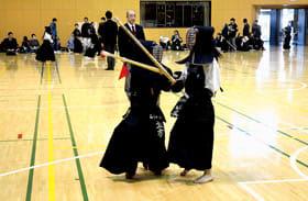 熱戦を繰り広げる剣士たち