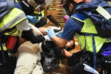 Hong Kong Shue Yan University student first-aider injured on November 2. Photo: inmediahk.net.