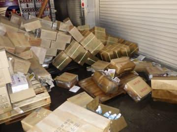 仙台市宮城野区の倉庫で、浸水被害を受けた備蓄食料の段ボール箱=10月13日(仙台市提供)