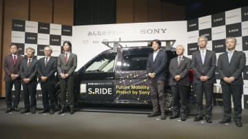 「みんなのタクシー」の記者会見に参加した関係者ら=5日午後、東京都港区