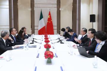 王毅氏、イタリア外相と会談 「一帯一路」共同建設の実行強調