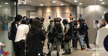 Riot police inside the Eastern Law Courts Building. Photo: Stand News.