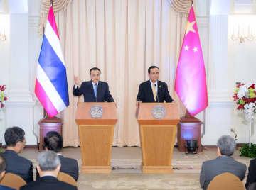 李克強総理とタイ首相が共同記者会見