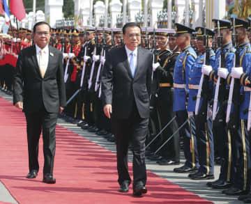 李克強総理、タイ首相と会談 全面的戦略協力関係の深化強調