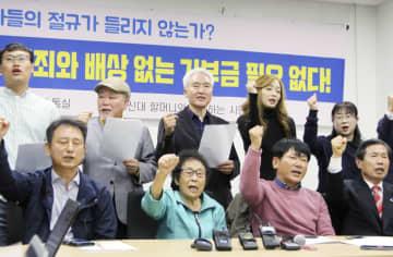 6日、韓国・光州で元徴用工らの訴訟を巡る韓国国会議長の提案に反対する原告と市民団体(共同)