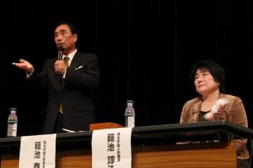 講演した籠池両被告=長崎市魚の町、市民会館文化ホール