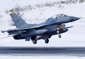 米軍三沢基地所属のF16戦闘機=1月