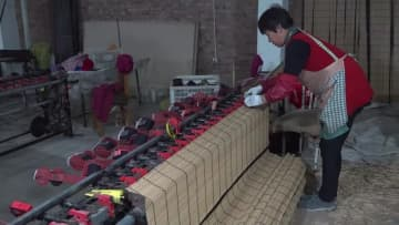 日本で販売されるすだれを作る農家 山東省浜州市