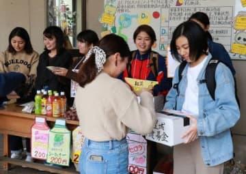 募金への協力を呼び掛ける沖縄県人会の学生ら