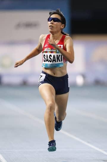 女子400メートル(視覚障害)決勝 力走する佐々木真菜。4位で東京パラリンピック代表に内定した=ドバイ(共同)