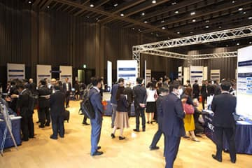 多くの来場者で賑わいをみせた日本橋三井ホールの会場