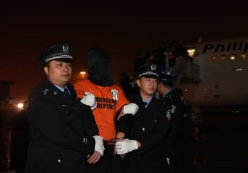 振り込め詐欺容疑者301人をフィリピンから中国に移送