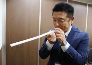 声の振動を観察する実験ブースを出展する稲田教頭