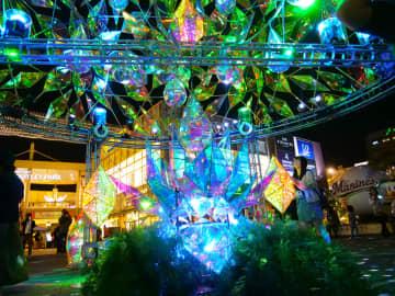 海浜幕張駅前で「光」と「ミラーボール」のイルミネーション開催中