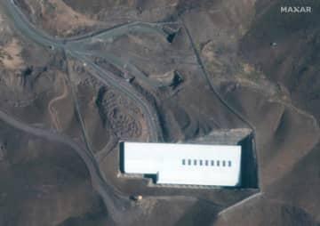 イラン中部フォルドゥの核施設の衛星写真=1日(Maxar Technologies 2019提供、AP=共同)