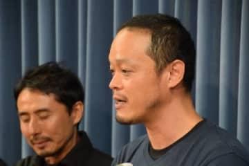 小泉明郎さん(右/2019年11月8日/弁護士ドットコム撮影)