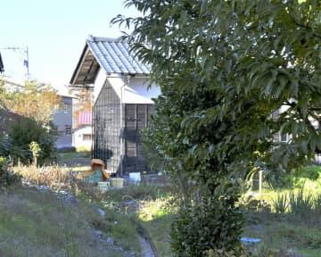 クマに襲われ、女性が軽傷を負った現場=11月8日、福井県大野市木本
