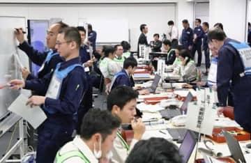 柏崎刈羽原発の重大事故を想定した県の原子力防災の机上訓練=8日、県庁