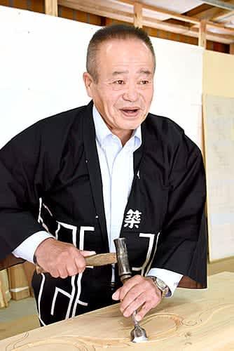 「若い人たちに伝統の技術を伝えていきたい」と語る樋口岳美さん=山形市