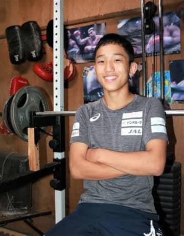アジア選手権で「日本の強さを見せたい」と誓う須田宝さん=大村市内の自宅ジム