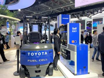 トヨタ、水素燃料電池車などの新製品・新技術を展示 第2回輸入博