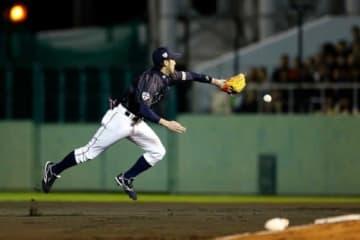 2014年に行われた日米野球で驚愕の美技を魅せた広島・菊池涼介【写真:Getty Images】