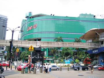 ジャパン・ストアが入居するマレーシアの商業施設(khalzuriさん撮影、Wikimedia Commonsより)