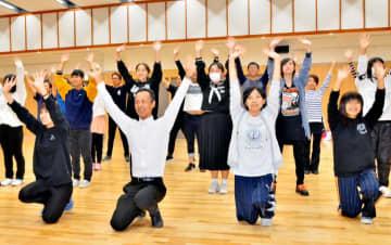 市民ミュージカルの本番に向け、練習に励む出演者