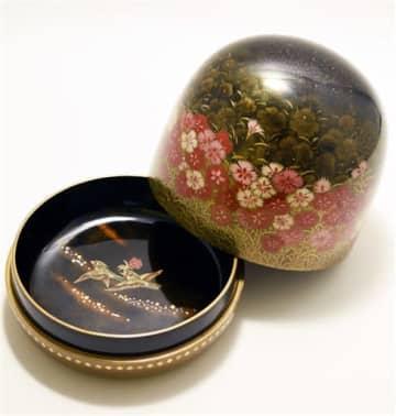 福井県が献上する越前漆器の丸器飾箱(県提供)