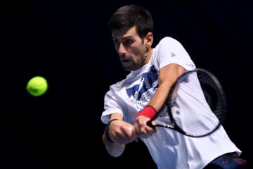 「Nitto ATPファイナルズ」大会前練習時のジョコビッチ