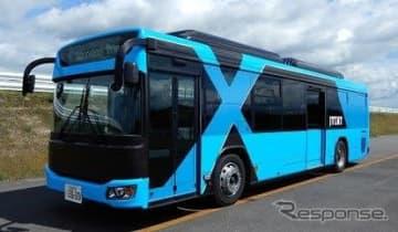 自動運転の技術実証に使われる営業用車両と同型の「日野ブルーリボンシティ」。