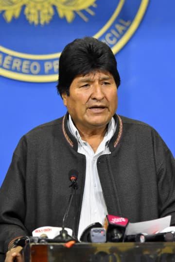 記者会見で大統領選をやり直すと表明したモラレス大統領。この後、辞任すると発表した=10日、ボリビア・ラパス(ゲッティ=共同)
