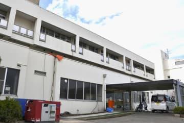 外来診療が一部再開した長野県立総合リハビリテーションセンター=11日午前、長野市