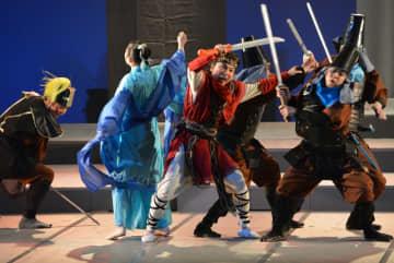 出演者は練習を重ね、本番で見事な殺陣を披露。迫真の演技に観客は息をのんだ
