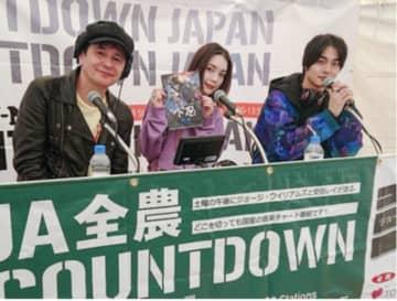 写真は(左から)ジョージ・ウィリアムズ、安田レイ、結木滉星さん