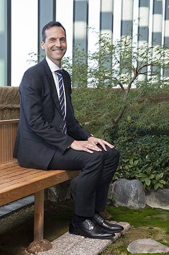 日本オラクルのケネス・ヨハンセン執行役CEO(同社最上階にある茶室「聚想庵」で撮影)