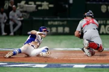 果敢に本塁を狙った韓国代表のキム・ハソン【写真:Getty Images】