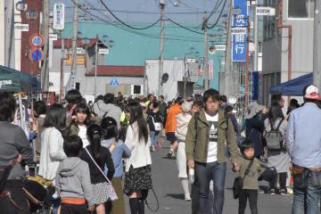 多くの家族連れが訪れた「鉾田にぎわい祭り」