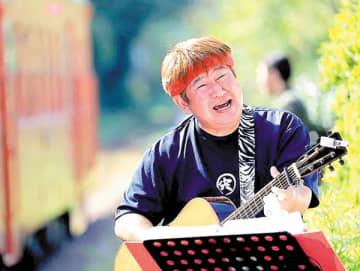 響の森ライブ・ジャンボリーを企画、自らも出演する宍戸一賀さん(本人提供)