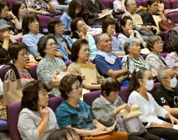 ノビレチンの効用などについての講演を聞く参加者=11日、那覇市・タイムスホール