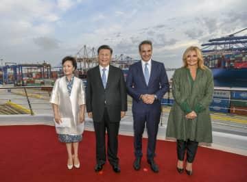 習近平主席とギリシャ首相、ピレウス港事業を視察