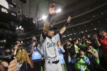 今季の日本開幕戦後に現役引退を表明したマリナーズ・イチロー氏【写真:AP】