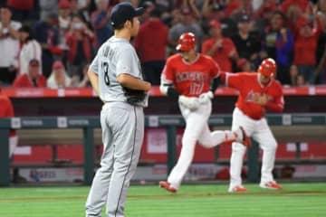 マリナーズ・菊池雄星から3者連続となる本塁打を放ったエンゼルス・大谷翔平(右)【写真:Getty Images】