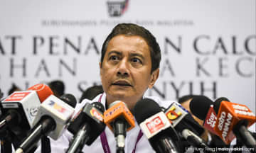 EC chief urges politicians to follow new police rules